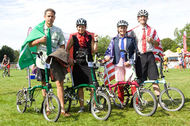 Campeónes de México (left) & U.S. Champions Susan and Wallace (right) at the Brompton World Championship